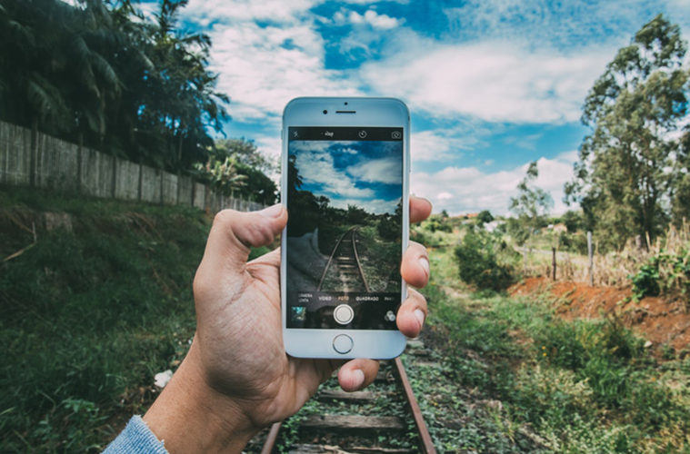 Travel Pocket Guide - iPhone Photography Travel Hacks
